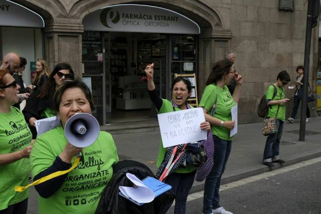 """EN el cartel de Las Kellys Barcelona: """"CCOO y UGT no nos traicionéis"""""""
